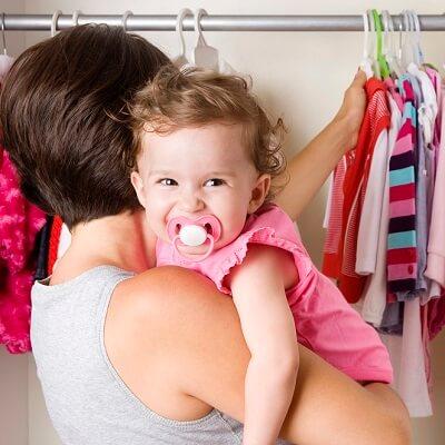 Organiser l'armoire à vêtements de son enfant