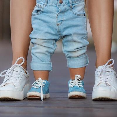 Bien choisir les premières chaussures de bébé