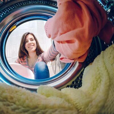Comment nettoyer un vêtement à sec chez soi?