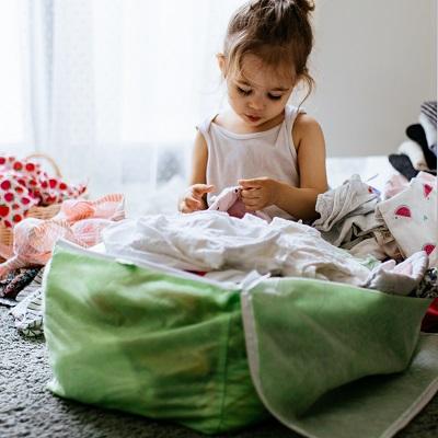 Comment stocker les vêtements de bébé devenus trop petits ?