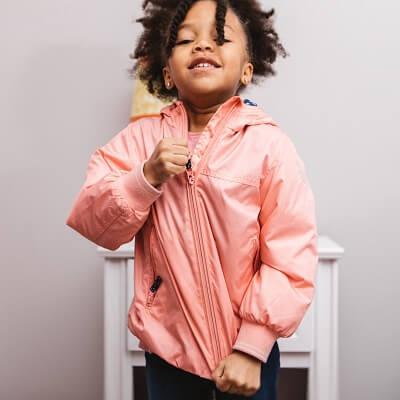 Comment étiqueter les vêtements des enfants?